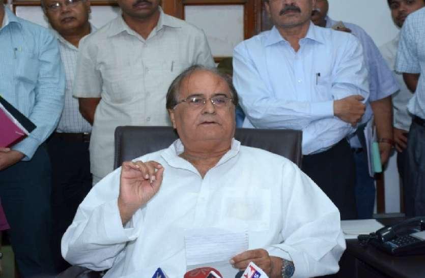 सपा के इस नेता ने मुसलमानों को बताया इस बात के लिए जिम्मेदार, दिया बड़ा बयान