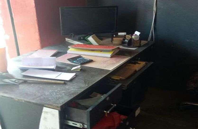 चोर सीसीटीवी कैमरे की hard disk भी ले गए
