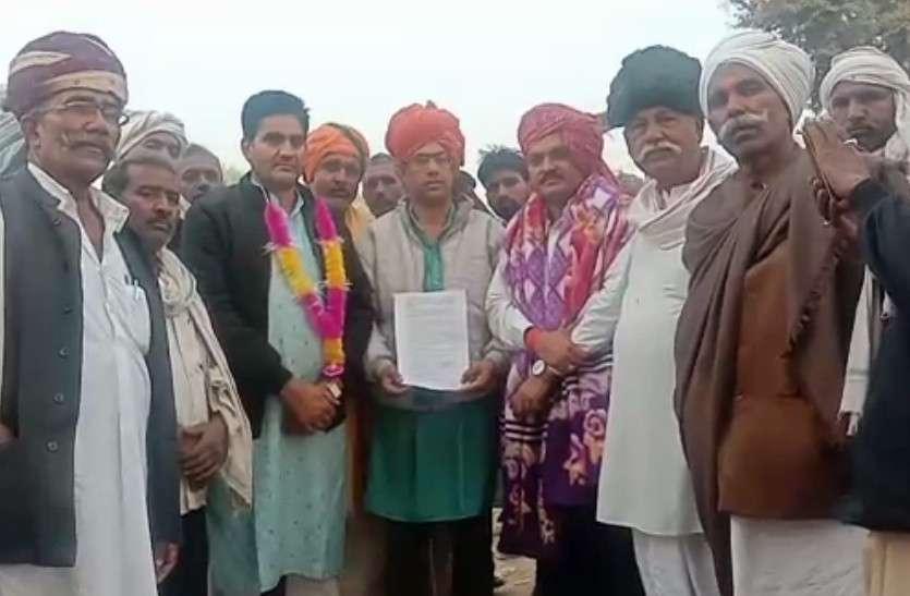 गुर्जर आंदोलन: कर्नल के पुत्र विजय ने ट्रेक पर पढ़कर सुनाया सहमति पत्र, आंदोलन समाप्त की घोषणा