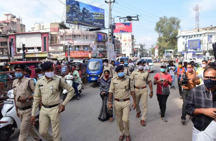 मथुरा पुलिस उधर कर रही थी गस्त,इधर चोर दुकान से लाखों के मोबाइल कर रहे थे पार