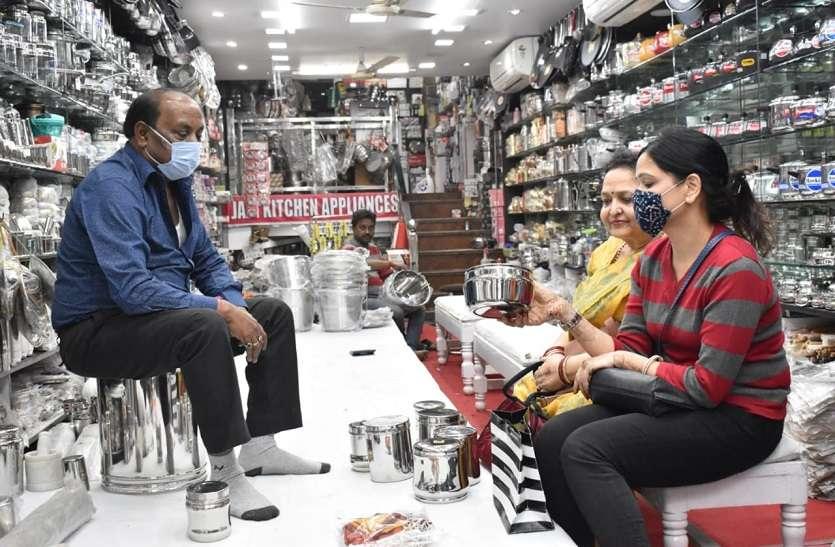 Dhanteras : धनतेरस पर बर्तन खरीदना पड़ सकता है महंगा