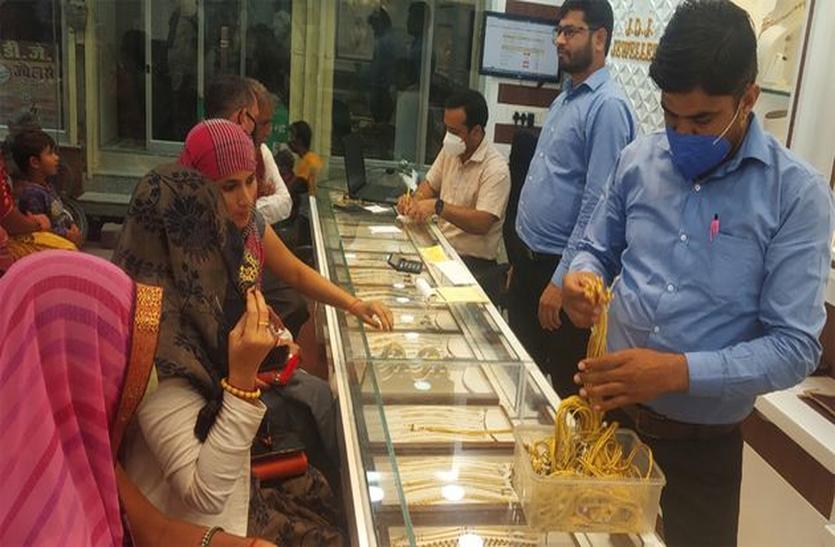 सर्राफा बाजार में खरीदारी जोरों पर