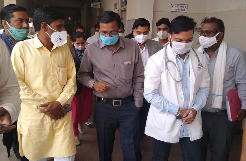 कलक्टर ने साहवा में देखी डेंगू को लेकर की गई व्यवस्थाएं