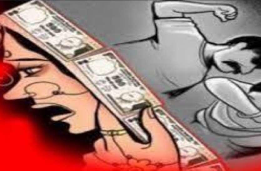 दहेज के लिए विवाहिता की डंडे से पिटाई सिर में चोट लगने से मौत