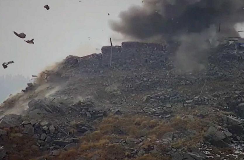 जम्मू-कश्मीर: भारतीय सेना ने LOC पर तबाह किए Pakistan Army bunkers, देखें वीडियो