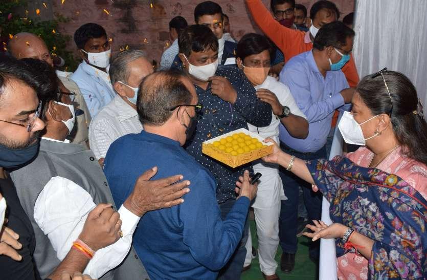 बिहार की जीत की खुशियों के बीच वसुंधरा गुट व जिलाध्यक्ष गुट ने अलग-अलग किया कार्यक्रम