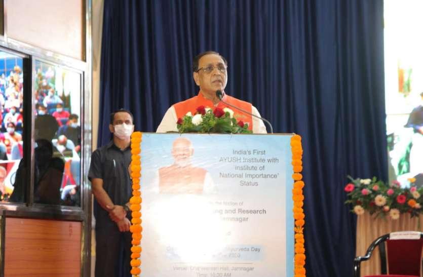 Gujarat: सीएम रूपाणी ने की गुजरात के जल्द कोरोना मुक्त बनने की प्रार्थना