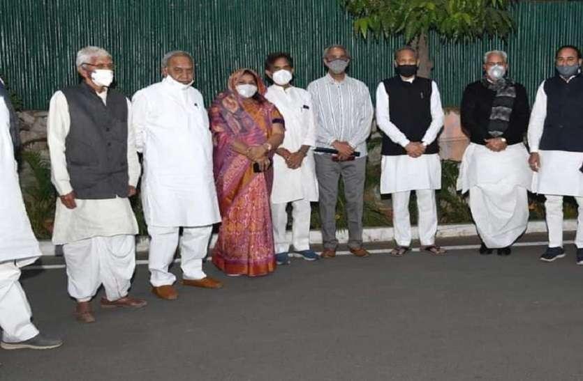 मीणा समाज के 10 मंत्री विधायकों ने की मुख्यमंत्री से सीएमआर में मुलाकात