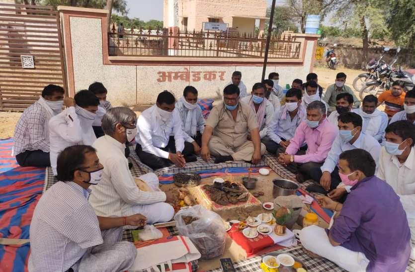 Nagaur patrika.अभिभावक ही शिक्षक बन बच्चों को पढ़ा रहे