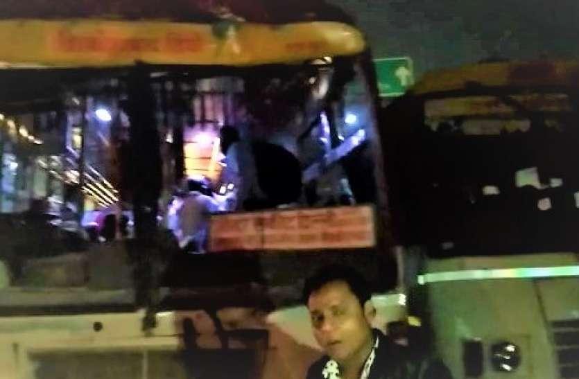 दिवाली पर घर जाने को निकले लोग, रोडवेज बसों में हुई टक्कर तो अस्पताल पहुंच गए एक दर्जन यात्री