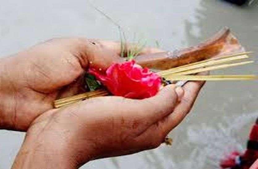 Deepawali Special: अनूूठी परम्परा, जब तक कोआ भोग में चोंच नहीं भरता बैठे रहते लोग