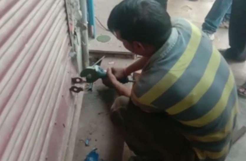 जयपुर के इस ज्वैलर की समझदारी की चर्चा....पूरी रात चोरों ने दुकान में घुसने के लिए सुराख किया... लेकिन सवेरे