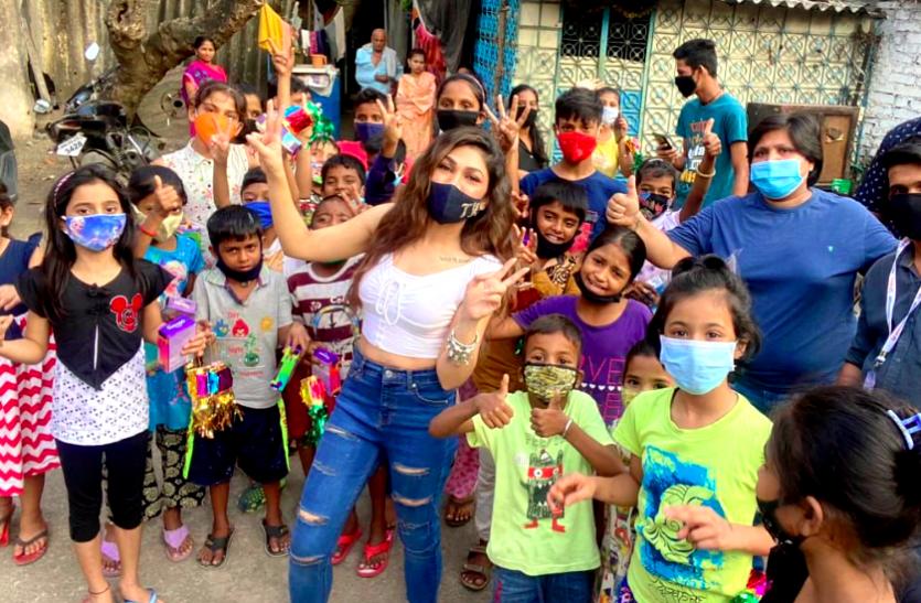 दीवाली पर Tulsi Kumar ने किया नेक काम, अनाथ बच्चों को बांटा डेकोरेशन का सामान और मिठाईयां