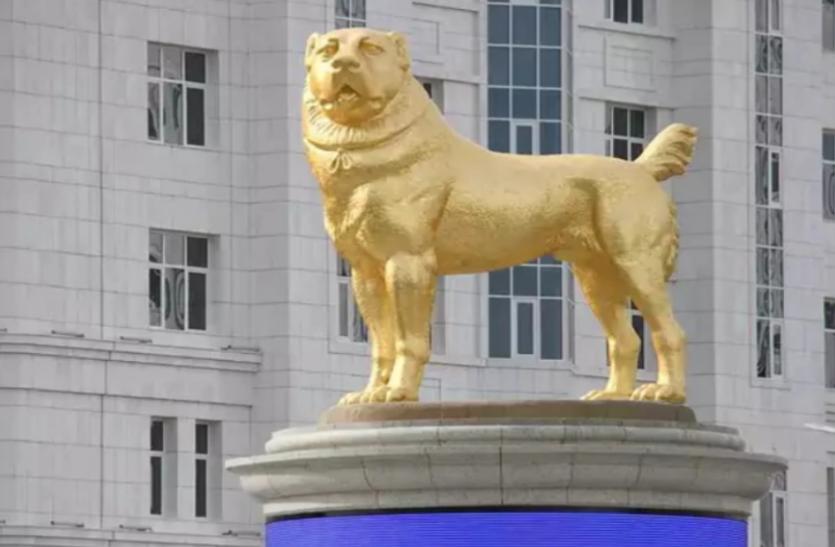 Turkmenistan: राष्ट्रपति गुरबांगुली ने सड़क पर लगवाई अपने पसंदीदा कुत्ते की 50 फीट ऊंची 'सोने की मूर्ति'