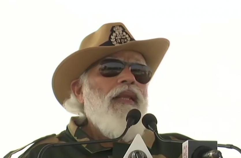 जैसलमेर में पीएम मोदी ने सेना के जवानों से कहा - आपके पास पूरे देश का प्यार लेकर आया हूं