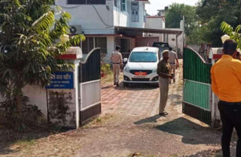 महिला जज की शयन कक्ष में साड़ी की फंदे से लटकी मिली लाश, जांच में जुटी पुलिस