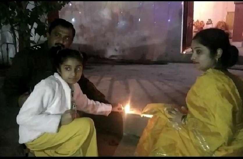 मुस्लिम इंस्पेक्टर ने थाने में मनाई दिवाली पत्नी संग की लक्ष्मी-गणेश की पूजा