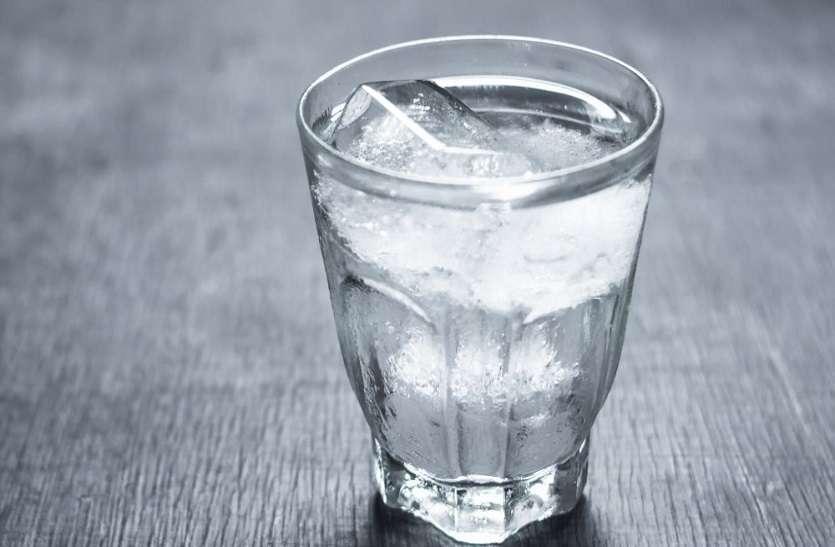 इन समस्याओं में ठंडा पानी पीने से बढ़ जाती है परेशानी