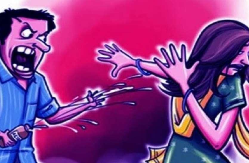 रामपुर में युवती पर तेजाब से हमला करके बाइक सवार फरार, युवती अस्पताल में भर्ती