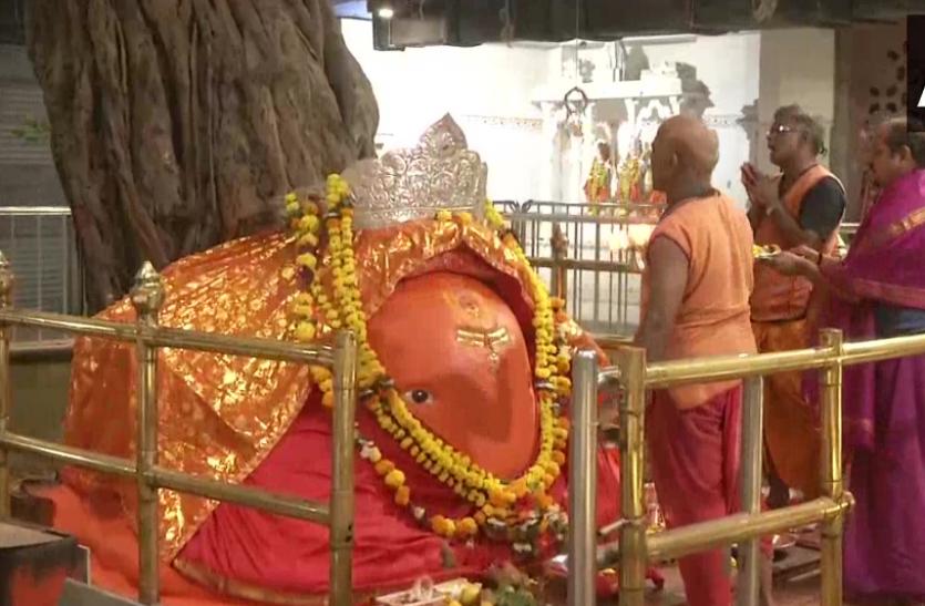 महाराष्ट्र में 7 माह बाद खुले मंदिरों के कपाट, पूजा के लिए पहुंचे श्रद्धालु
