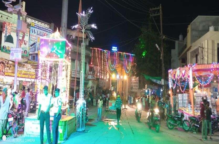 दीपोत्सव पर छाया उल्लास, रंग-बिरंगी रोशनी से जगमगाई देवनगरी