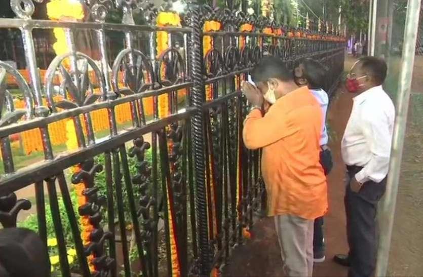 बाला साहेब ठाकरे को श्रद्घांजलि देने शिवाजी पार्क में सुबह से जुटनी शुरू हुई भीड़