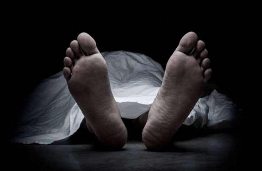 बुजुर्ग महिला की बिस्तर पर मिली संदिग्ध लाश, गले में चोट के निशान देखकर चीख पड़ा बेटा