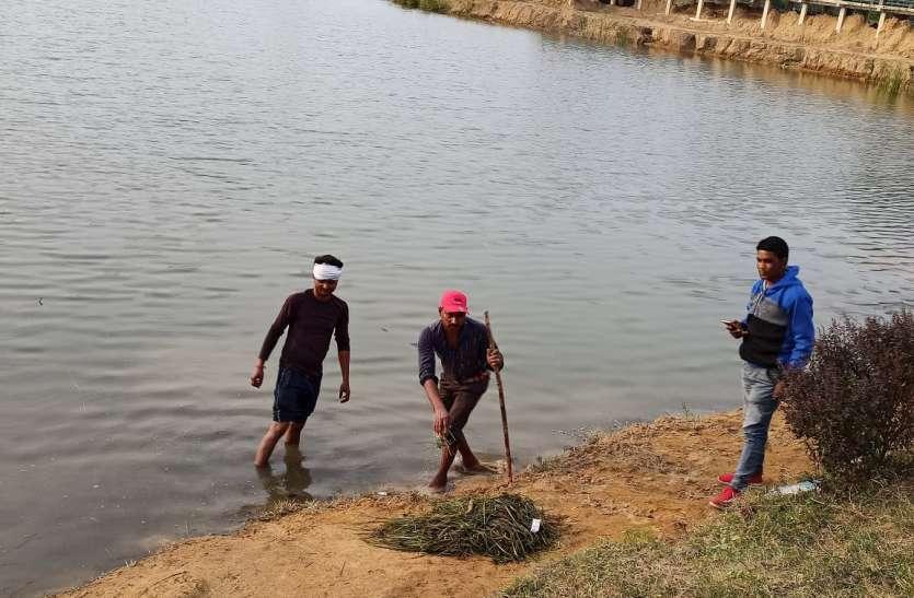 तालाब के साथ अब नदीघाट पर भी छठ पूजा की तैयारी, नगरीय प्रशासन ने नदीघाट की भी कराई सफाई