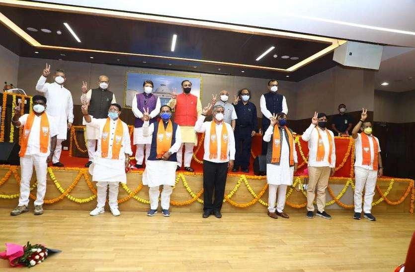 Gujarat assembly: विधानसभा परिसर में नवनिर्वाचित विधायकों ने ली शपथ