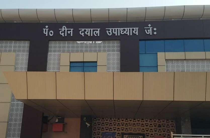 दिल्ली से आने वाले हर यात्री की रेलवे स्टेशन पर कोरोना जांच, पीडीडीयू स्टेशन पर लगाई गई डॉक्टरों की टीम