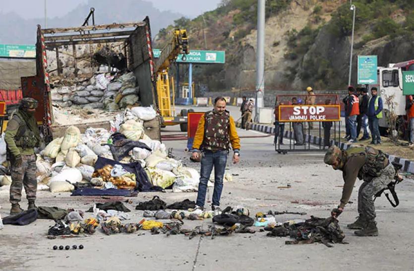 Jammu Kashmir encounter : पुलिस का खुलासा, जैश आतंकियों की बड़ी साजिश नाकाम, ये खतरनाक हथियार बरामद