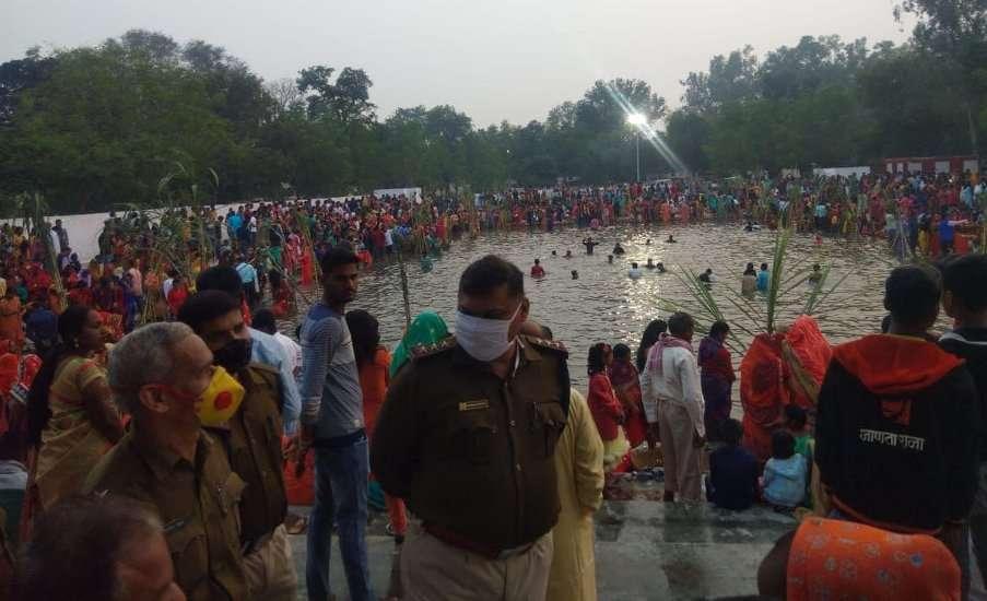 Chhath festival in Singrauli: crowd devotees throng, threat of corona
