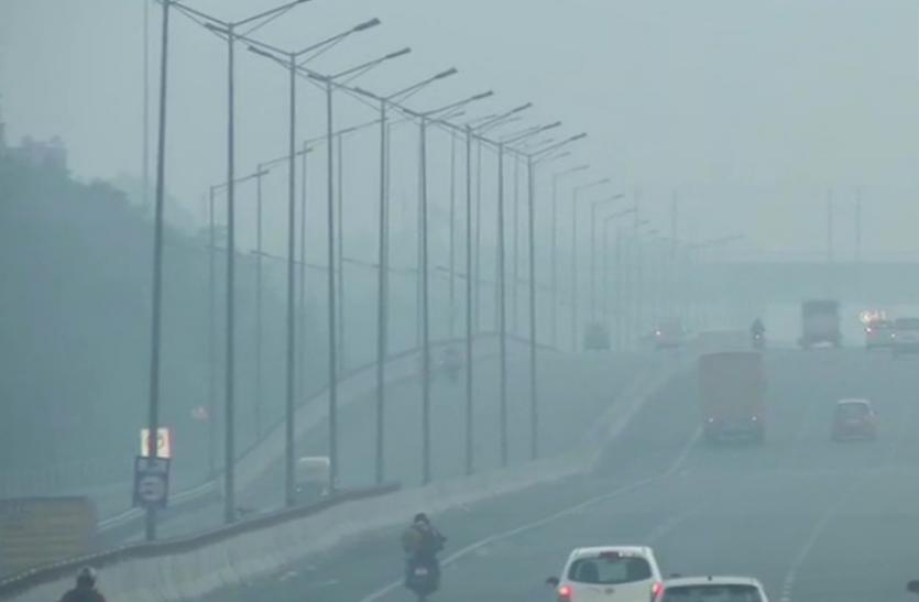 आज भी दिल्ली के आसमान में छाई रही धुंध, AQI बहुत खराब