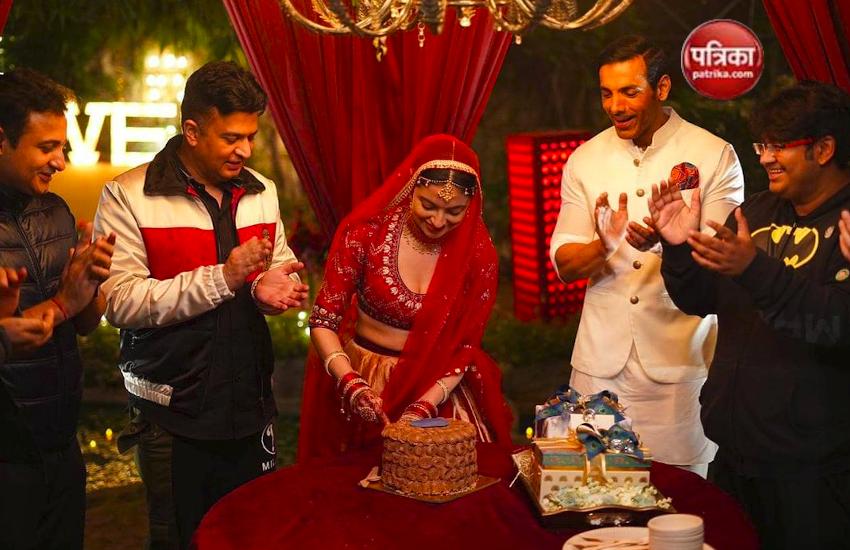 टी-सीरीज के मालिक भूषण कुमार की पत्नी Divya Khosla Kumar ने सेट पर मनाया बर्थडे, देखें तस्वीरें