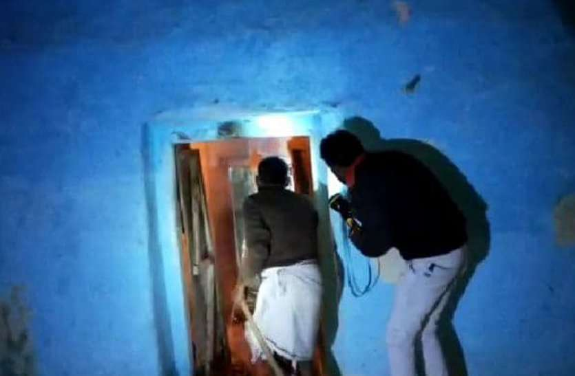 VIDEO: पुलिस का मानवीय चेहरा: मकान में भड़की आग, लपटों के बीट आरक्षक व पायलट ने बचाई युवक की जान