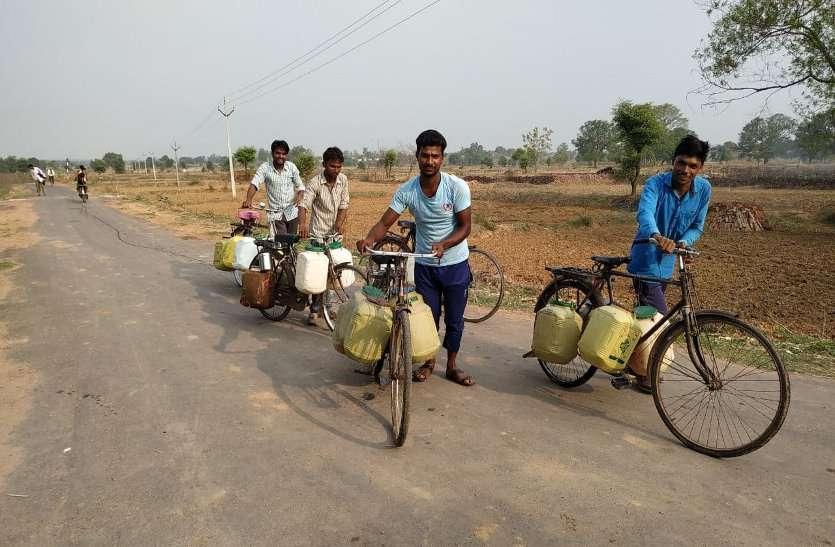 पीएचई की सामने आई गंभीर लापरवाही: इस गांव में चार साल से 2 किलोमीटर दूर से पानी ढोने मजबूर आबादी