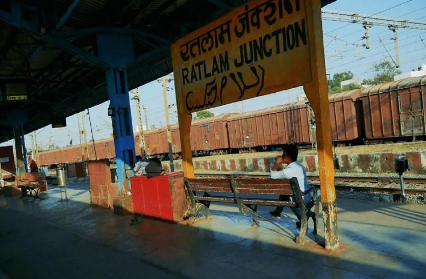 रेलवे स्टेशन में दो करोड़ नगद और 1 करोड़ का सोने-चांदी बरामद, पूछताछ जारी