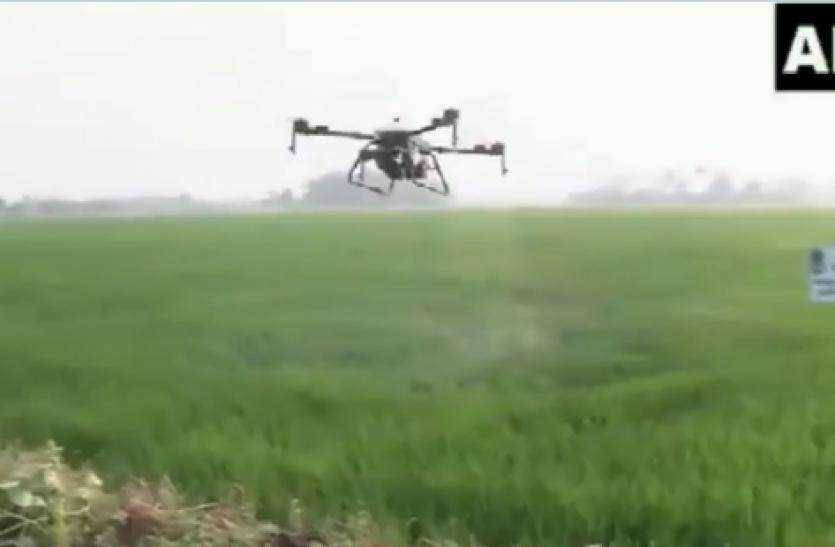 कोरोना ने बदला खेती का तरीका, कोट्टायम के किसानबेहतर फसल के लिए कर रहे ड्रोन का इस्तेमाल
