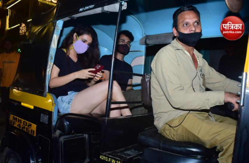 Photos : 'दंगल' फेम फातिमा सना शेख ने की ऑटो की सवारी