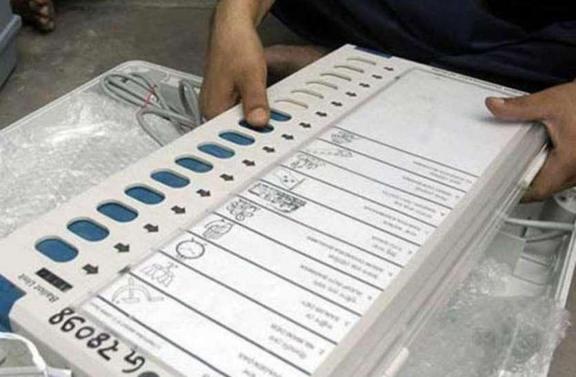 कोरोना के बीच मतदान करवाने को कसी कमर, पहले चरण के मतदान को लेकर निर्वाचन विभाग की टीम हुई मुस्तैद