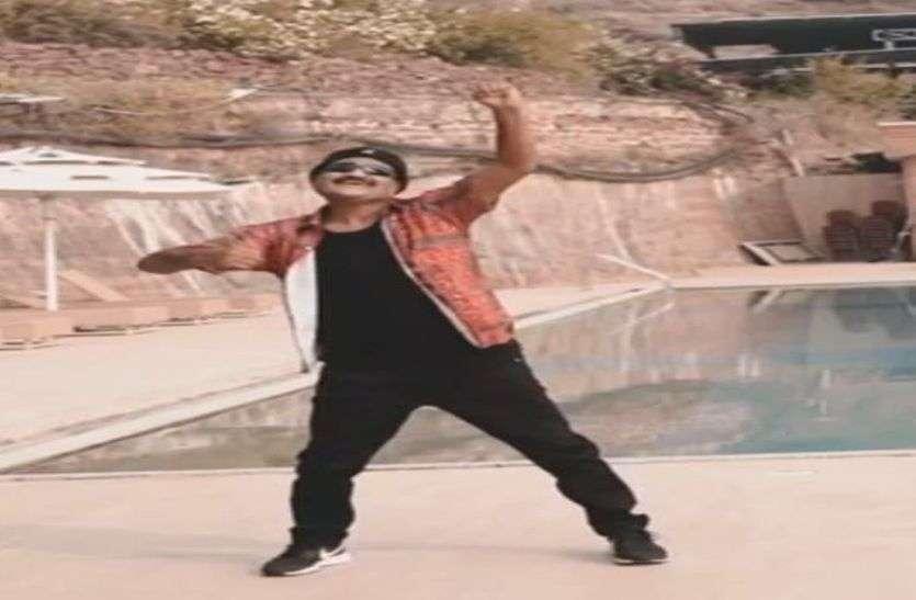 71 की उम्र में डांसिंग डॉक्टर का मनमोहक डांस, लोगों ने की तारीफ