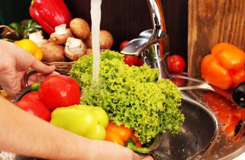 फल-सब्जियों को ज्यादा देर धोने से नष्ट हो जाते हैं पोषक तत्त्व