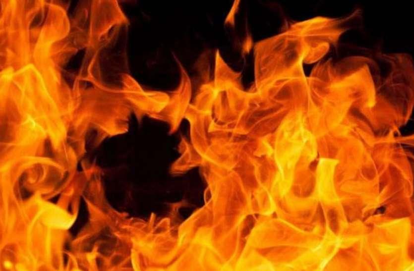 बहराइच में युवक को जिंदा जलाया