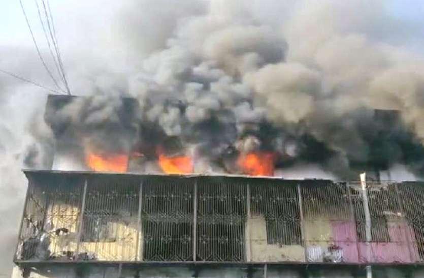 मदुरै टैक्सटाइल्स गोडाउन में लगी आग, 25 लाख के प्रोडक्ट हुए राख