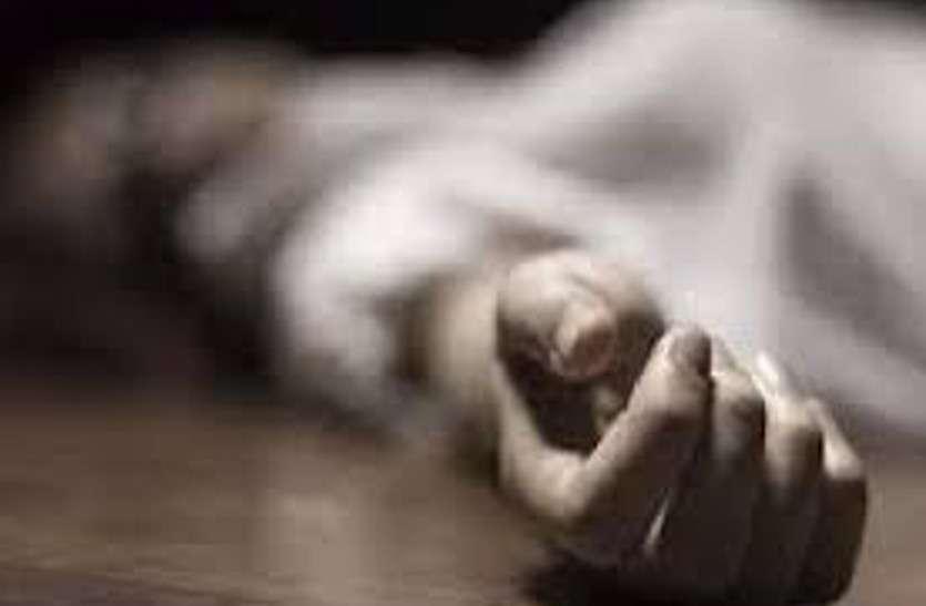 पति और बच्चे सो रहे थे बाहर, कमरे में महिला ने फांसी लगाकर कर ली आत्महत्या, पति से हुआ था झगड़ा