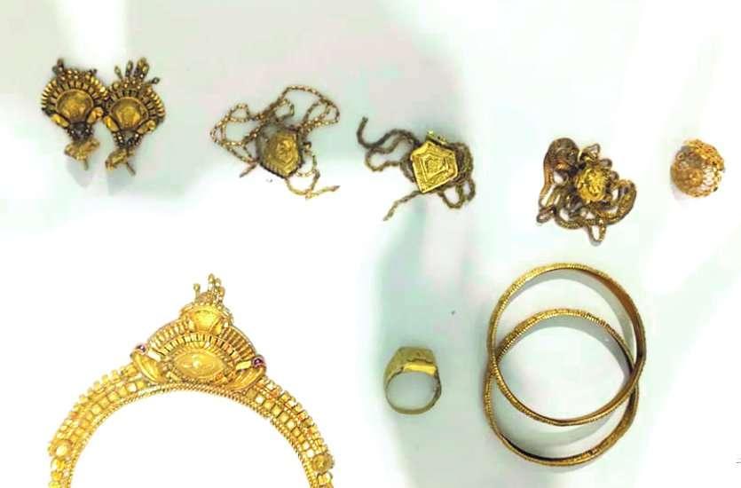 नाबालिग ने साथी के साथ मकान मालिक के घर से चुराए थे 4 लाख के सोने-चांदी के जेवर, खरीदार समेत 3 भी गिरफ्तार