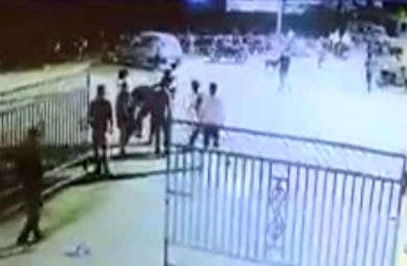 सरकारी डॉक्टर को पीटने वाला NSUI शहर अध्यक्ष पुलिस गिरफ्त से बाहर, उल्टा काउंटर केस दर्ज कराने नेता पहुंचे CSP के पास