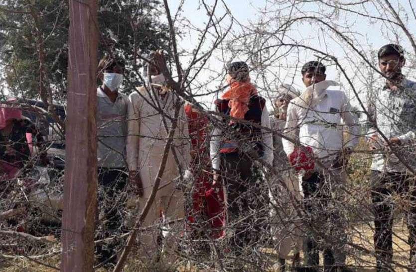 आधा दर्जन ढाणियों का कटाणी रास्ता बंद, ग्रामीणों का प्रदर्शन