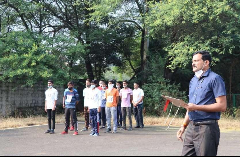 द्वितीय परेड विशेषज्ञ और संपूर्ण गतिविधियों का संयोजन राहुल सिंह परिहार, कार्यक्रम अधिकारी, ओपन यूनिट, बरकतउल्ला विश्वविद्यालय द्वारा की गई। यहां बाल अधिकार दिवस के अंतर्गत बाल अधिकार शपथ भी दिलाई गई।