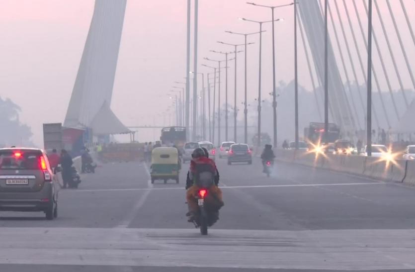 आज दिल्ली वालों को धुंध से मिली राहत, तापमान में आई गिरावट